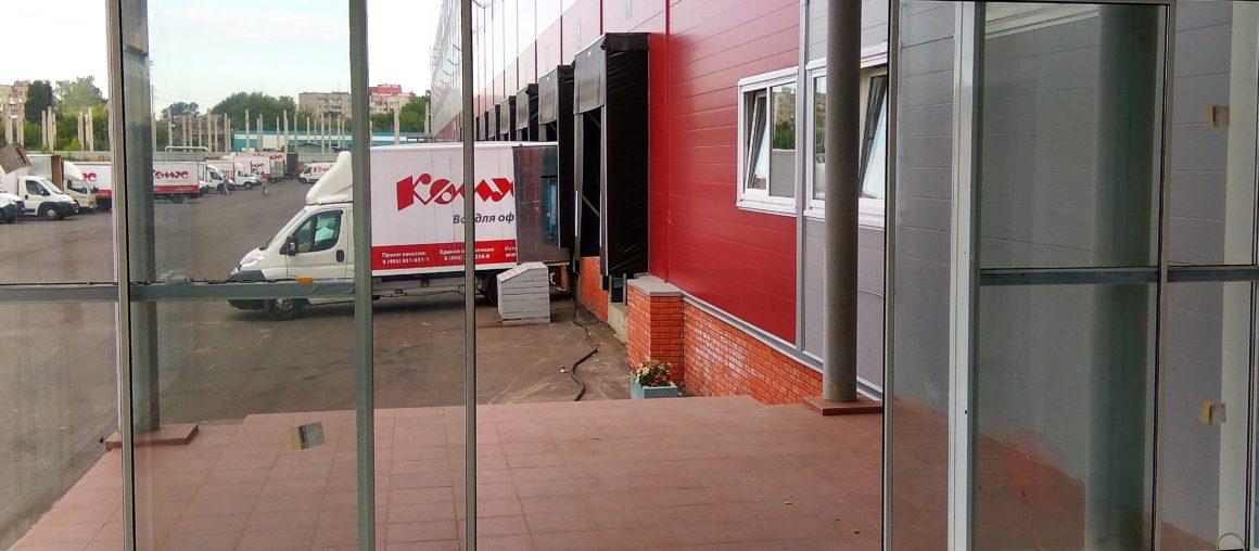 Автоматические двери в складской комплекс