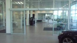Автоматическая дверь в Сервисном центре БМВ