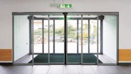 Монтаж автоматических бронированных дверей