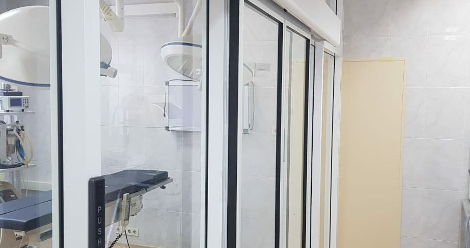Раздвижная дверь ветеринарный центр