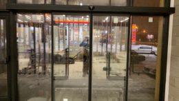 Монтаж раздвижной двери в ТЦ