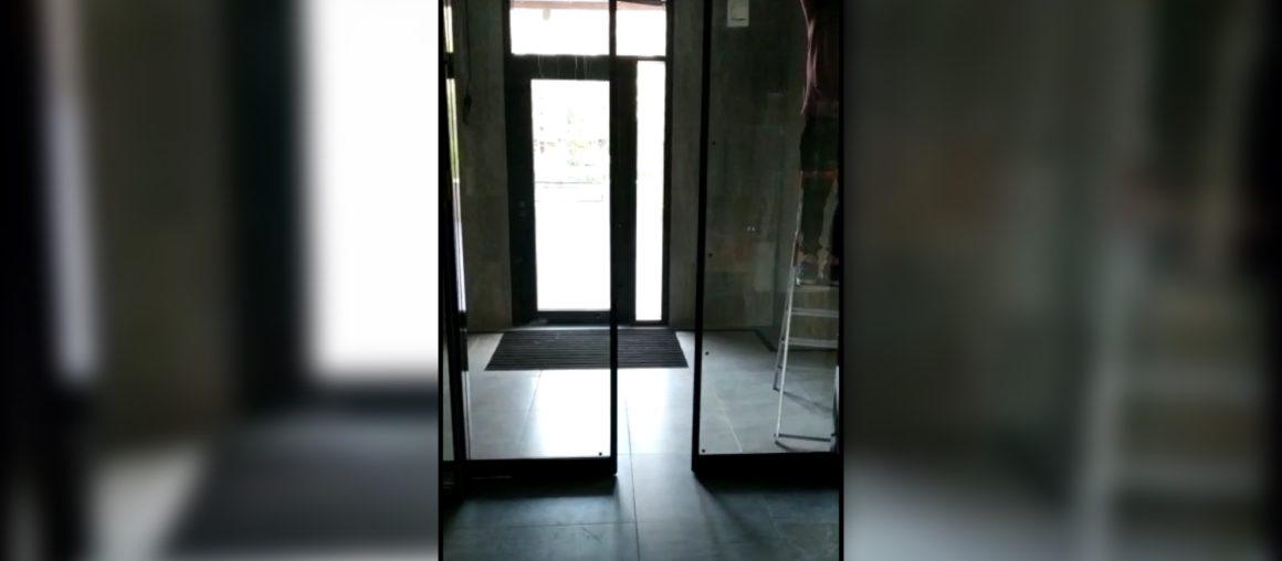 Автоматические раздвижные двери в жилом доме